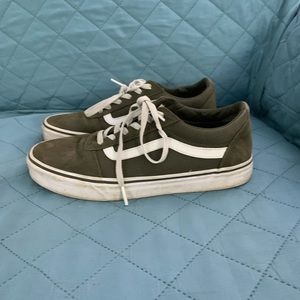 Vans Woman's Ward Low Top Sneakers -Olive